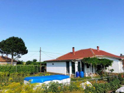 Komplett renoviertes 3-Zimmer-Eingeschosshaus mit schönen 2500 qm. Garten – 30 min zum Strand