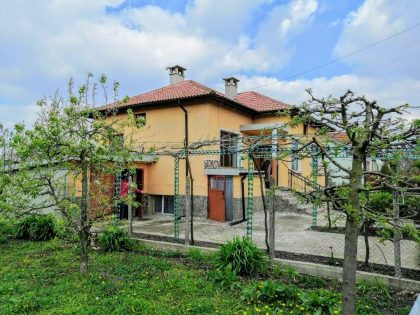 Renoviertes 4-Zimmer-Haus mit schönen 1380 qm garten, 25 km nach Albena, 10 km zur Stadt Dobrich