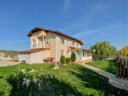 5-Zimmer Haus mit 3500 m2 Garten, 5min Fahrt nach General Toshevo, 30min Fahrt zu den Stränden