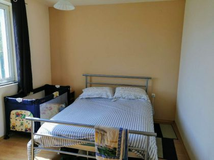 * Verkauft * Ausgezeichnetes 5-Zimmer-Haus zum Verkauf mit 6100 qm. garten. Großes Dorf, 40 Min Fahrt nach Varna