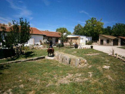 Unbeflecktes 5-Zimmer-Haus mit 4000 m2 garten. Ausgezeichnetes Dorf und Lage – nur 20 Minuten Fahrt nach Varna