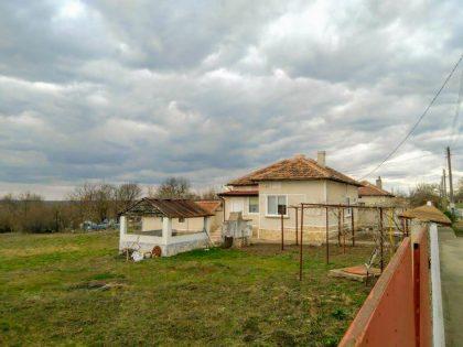 * Verkauft * 3-Zimmer-Haus zum Verkauf mit Nebengebäuden, 1200 qm Garten, 15 min Fahrt außerhalb von Dobrich