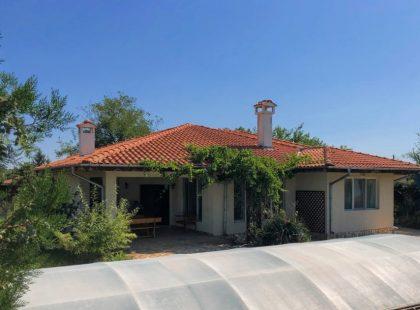Schnäppchen: Zwei Häuser mit Pool in der Nähe von Balchik, 10Min zum Strand, 45 zum Flughafen