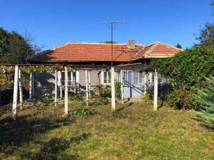 Bungalow und ein Studio, 1400qm Grundstück, in der Nähe von Annehmlichkeiten, 30min vom Strand entfernt
