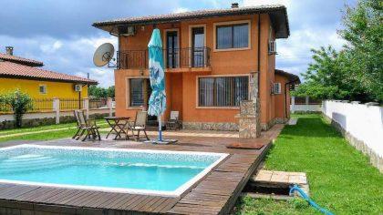 * Verkauft * Zweistöckiges Haus und ein Gästehaus in der Nähe von Balchik. Mit Pool & Blick