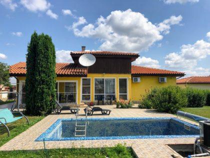 * Verkauft * Möbliertes Haus mit beheiztem Pool und Gasthaus in der Nähe von Balchik