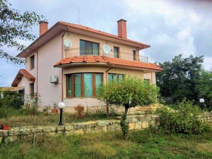 * Reserviert * Großes möbliertes 4-Zimmer-Haus mit Gästehaus, 2710 Garten, in der Nähe von Angelsee – außerhalb von Varna