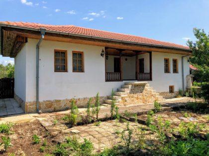 Schnäppchen: Renoviertes 5-Zimmer-Haus mit einem privaten 1800 qm garten. 15min Fahrt nach Prowadija