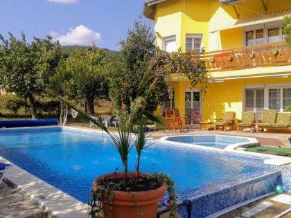 9-Zimmer-Villa mit Meerblick, Jacuzzi & Pool in der Nähe von Albena