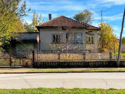 Drei-Zimmer-Haus in der Stadt Toschevo, gute Lage, großer Garten