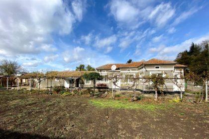 Erschwingliche 3-Zimmer-Immobilie in sehr gutem Zustand, möbliert, in der Nähe von Dobritsch