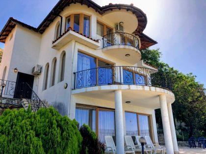 Villa mit herrlichem Meerblick von jeder Ebene und jedem Zimmer des Hauses