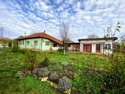 Renovierter 3-Zimmer-Bungalow mit separater Unterkunft, 25min von der Küste, 10min zur Stadt