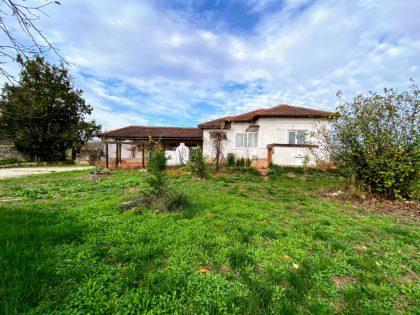 Renovierter Bungalow mit 4 Zimmern, 2 Bädern, schönem 1500qm ummauerten Garten, 25min vom Stränden