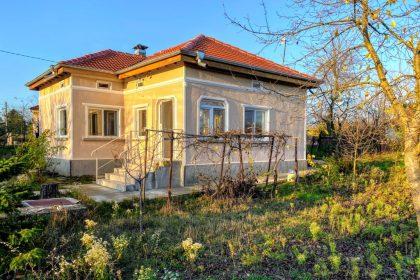 Renovierter 4-Zimmer-Bungalow in einem großen Dorf 15 Autominuten von Balchik