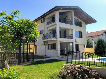 7-Zimmer-Villa mit Pool und fantastischem Meerblick in der Nähe von Albena & Balchik