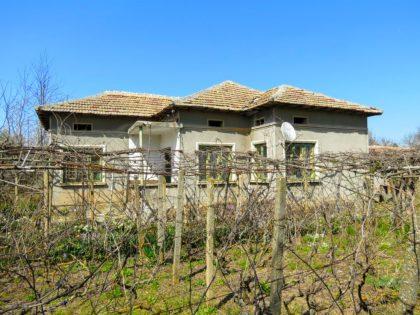 Günstiges Anwesen in gutem Zustand mit 1200m Garten in der Nähe von Toshevo