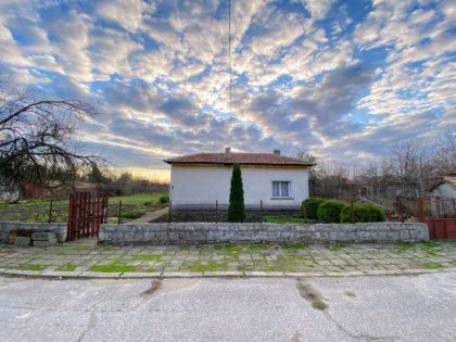Ausgezeichnetes lebenswertes 4-Zimmer-Haus mit 1800qm Garten, tolles Dorf in der Nähe der Stadt