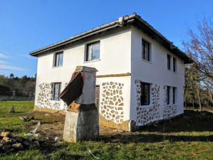 Neubau 4 Zimmer rustikale Immobilien außerhalb Dobrich Stadt, 20min nach Albena