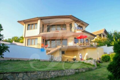 5-Zimmer-Villa mit Pool & fantastischem Meerblick in der Nähe von Albena
