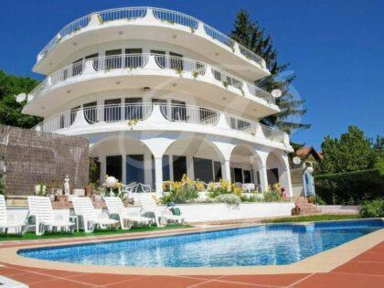 Majestätisches 12-Zimmer-Haus mit spektakulärem Meerblick, 500m vom Strand entfernt – Albena
