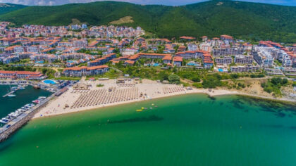 Bargain 3-bed apartment by the beach & marina in St. Vlas