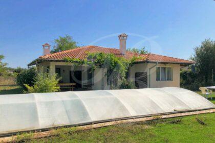 Angebot: Zwei ausgezeichnete Häuser mit Pool in Strandnähe