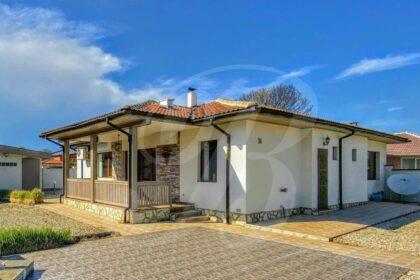 Fantastisches Haus mit Pool in sehr schönem Dorf in der Nähe von Baltschik und der Küste