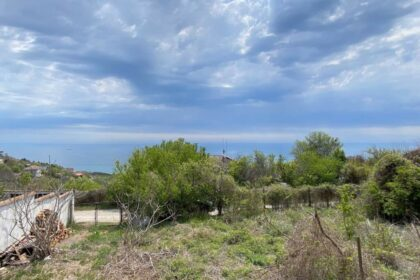 €30,000 Sea-view: Plot of land with building permission & old bungalow