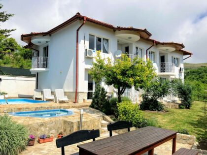 7-bed villa with panoramic sea-view, pool and jacuzzi