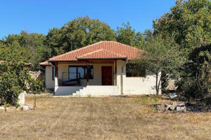 Schönes 3-Zimmer-Steinhaus mit privatem 1140 qm großem Garten in der Nähe von Provadija, Varna