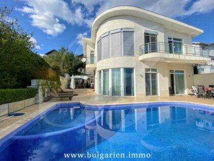 Wunderschöne Luxusvilla mit spektakulärem Meerblick