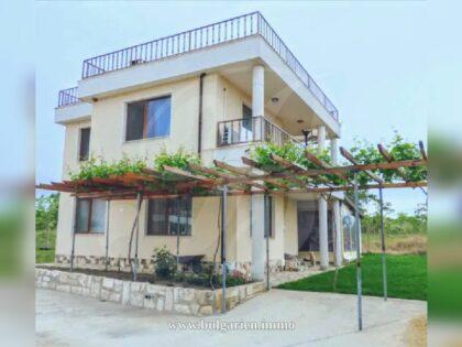 Ausgezeichnetes Einfamilienhaus mit Meerblick in Varna