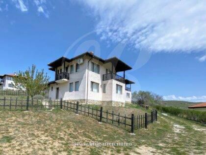 Zweistöckiges Haus mit sehr schöner Aussicht in der Nähe von Albena und seinen Stränden