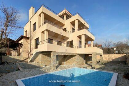 Neu gebaute 3-stöckige Villa mit perfektem Meerblick