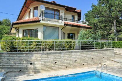 Wunderschöne 5-Zimmer-Villa mit Meerblick und Pool nahe Albena