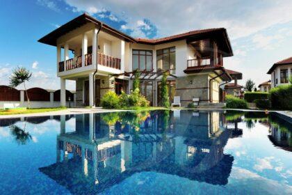 Haus mit Pool in geschlossener Wohnanlage bei Sonnenstrand