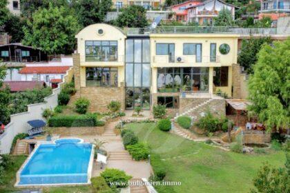 Außergewöhnliche Villa mit Pool und Meerblick in Goldstrand, 200m vom Strand entfernt