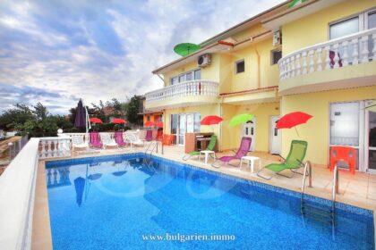 8-Zimmer-Villa auf einer Anhöhe mit atemberaubendem Meerblick – Albena