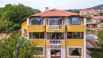 Dreistöckiges Haus in der Nähe von St. Konstantin in Varna