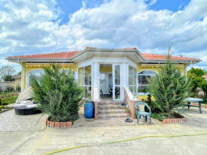 Einstöckiges Haus mit Pool und 1300 qm Grundstück in der Nähe von Balchik und dem Meer