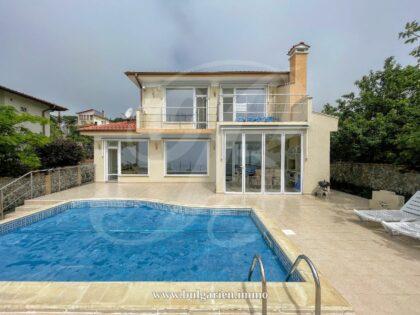 Herrliche Villa bei Albena mit 180°Meerblick und beheiztem Panorama-Pool.