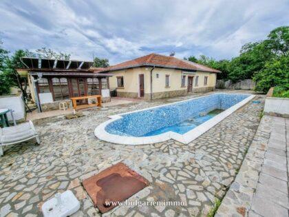 Einstöckiges Haus mit Pool bei Sonnenstrand