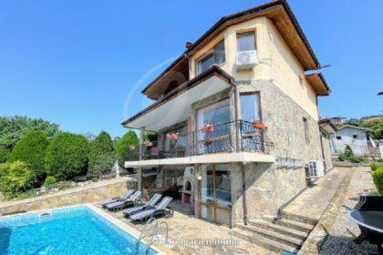 Prächtige Villa mit Panoramameerblick und Pool bei Albena