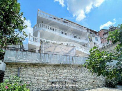 4-stöckiges Haus mit Meerblick in der Nähe der Promenade in Balchik – 300m zum Strand