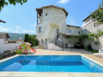 Große Villa mit schöner Aussicht & Swimmingpool