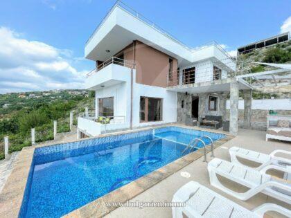 Villa auf einem Hügel mit Panoramablick auf das Meer bei Albena
