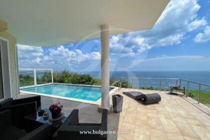 Erstaunliche Villa mit perfektem Meerblick und Panoramapool bei Albena
