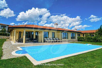 Makellose 5-Zimmer-Villa mit atemberaubendem Meerblick in BlackSeaRama