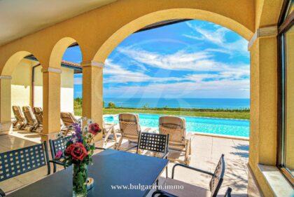 Wunderschöne 5-Zimmer-Villa mit Pool und atemberaubendem Meerblick in BlackSeaRama